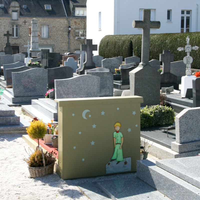 Antoine de Saint-Exupery's Little Prince on a grave